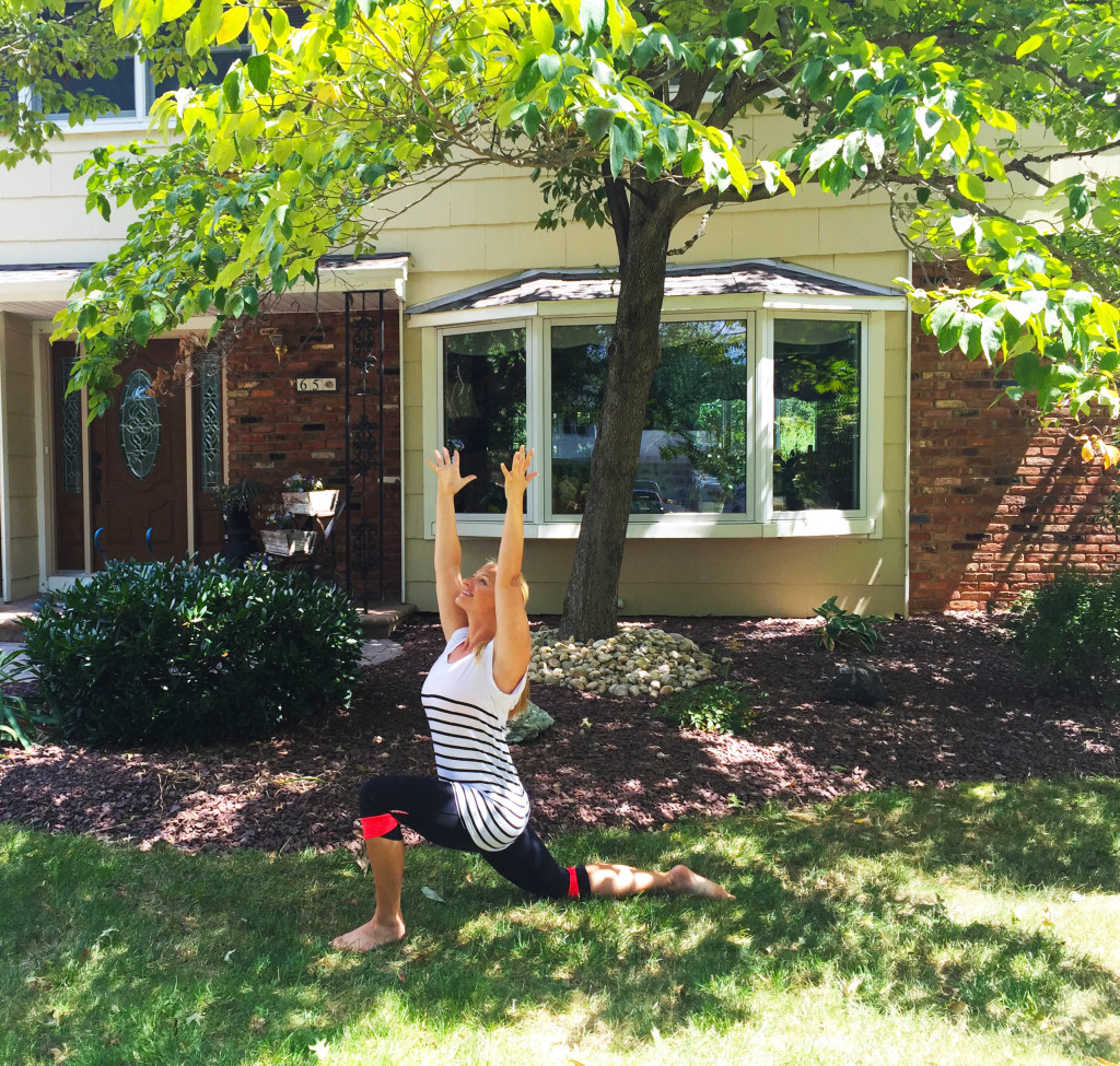 low lunge-front yard